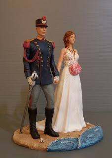 cake topper con sposo in divisa storica polizia statuette torta nozze orme magiche
