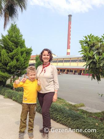 oğlumla Çaykur çay fabrikası turunda, Rize