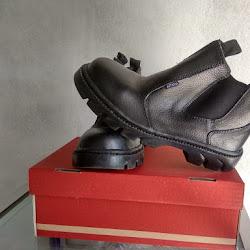 Sepatu Safety - Home Made (Paling Hemat) <p>Rp165.000<p/>