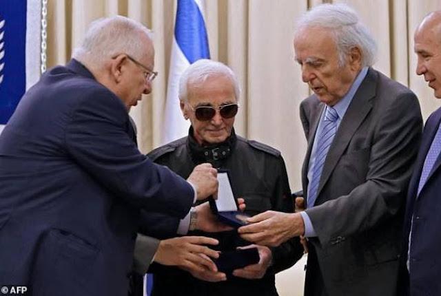 Israel entrega a Aznavour medalla por heroísmo durante el Holocausto