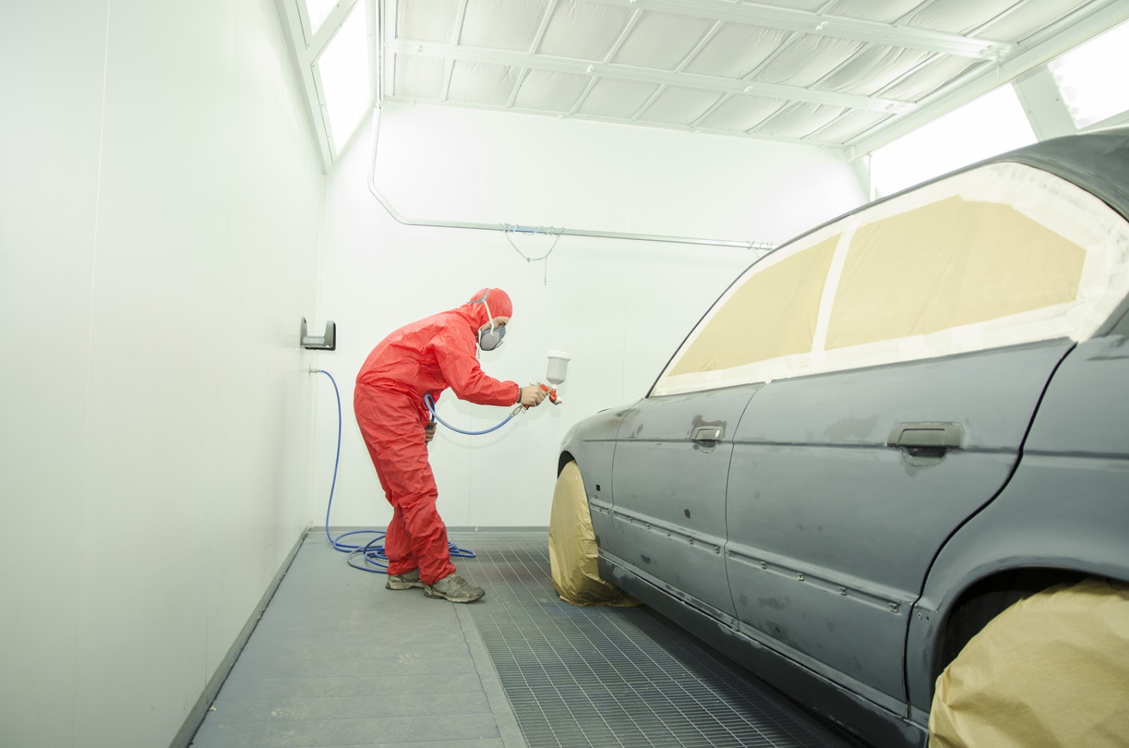 Why A Good Body Shop Uses A Paint Booth
