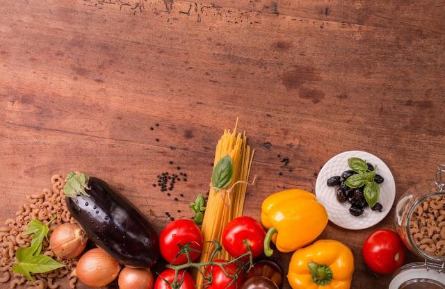 Mengkonsumsi makanan bergizi