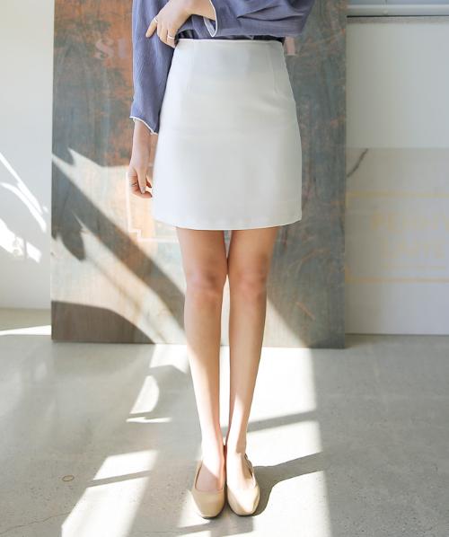 Pintucked Waist Slim Skirt