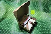Verpackung öffnen: AmorWing Tigerauge und Ruby Zoisit Gebetsarmband für Damen/ Herren