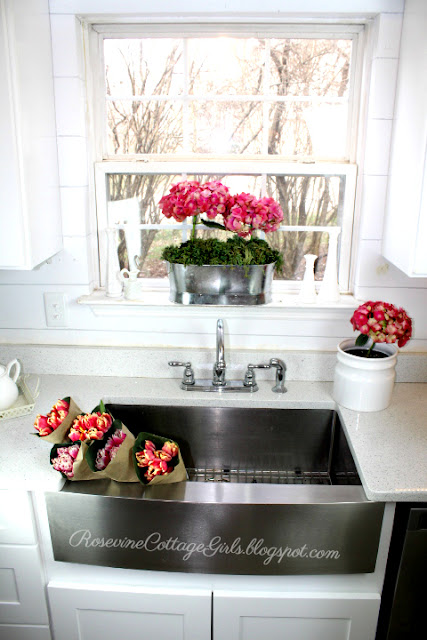 #Spring #Kitchen #Farmhouse #Decor #Flowers