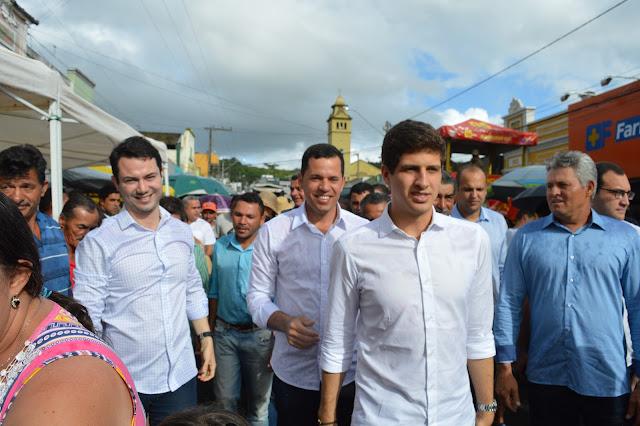 LOCAL: João Campos e Clodoaldo Magalhães visitam São Joaquim do Monte durante a Romaria.