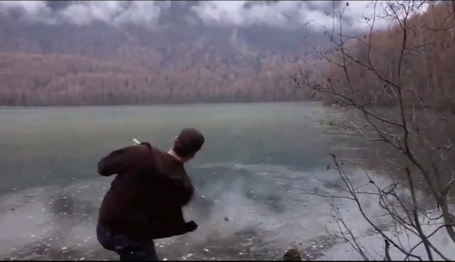 凍った湖で水切りをするとレーザーのような音がする?【n】
