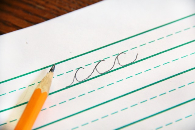 Teach kids how to make letter c in cursive with the tips in this cursive letter writing series, perfect for kids who are working on their handwriting.