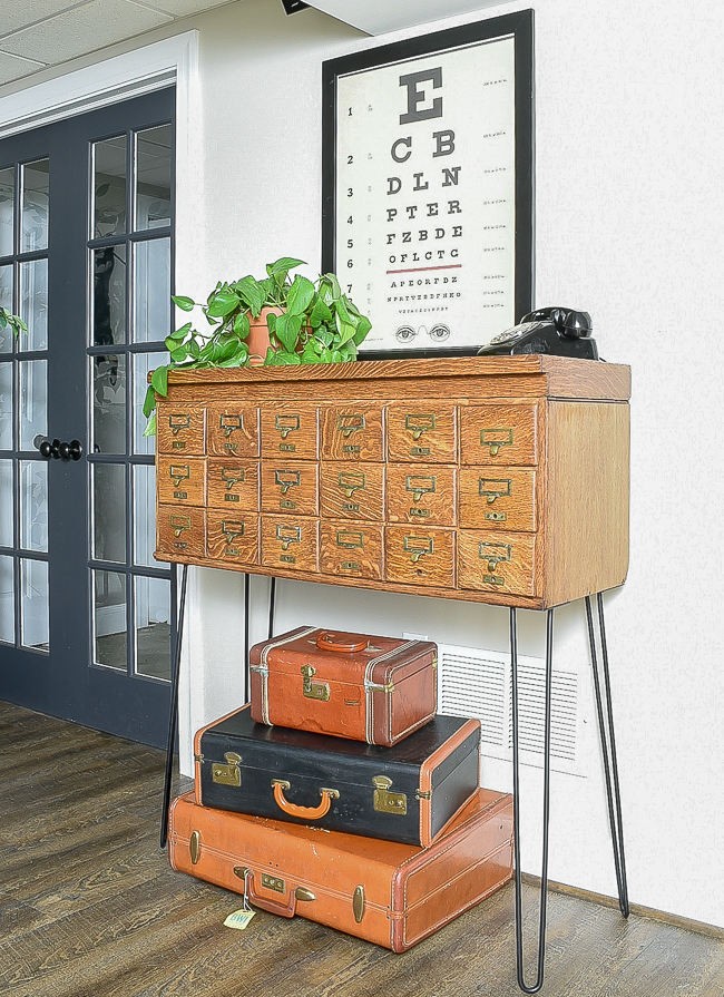 shop vintage and second hand, authentic card catalog
