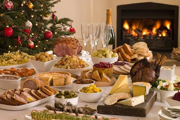 Tavolinë e shtruar me ushqime për vitin e ri