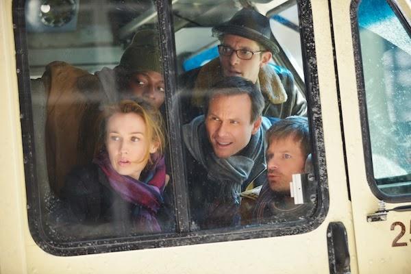 Mind Games, el equipo observando desde una furgoneta
