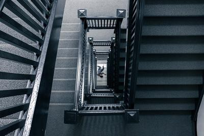 Corpse on stairs