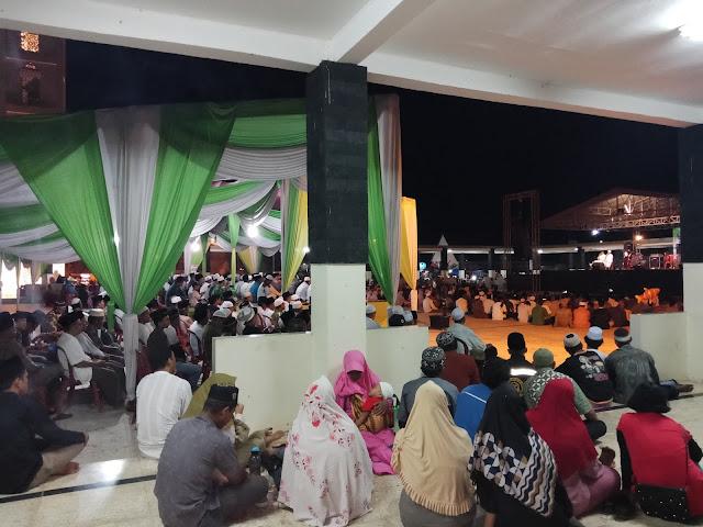 Menyambut Pergantian Tahun, Masyarakat Tebo Banjiri Pelataran Masjid Agung Tebo