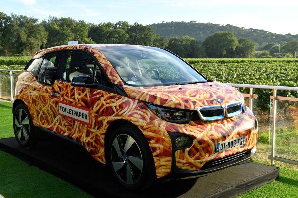 Το BMW i3 Spaghetti Car του καλλιτέχνη Maurizio Cattelan πουλήθηκε στο Λαμπερό Gala του Ιδρύματος Leonardo DiCaprio