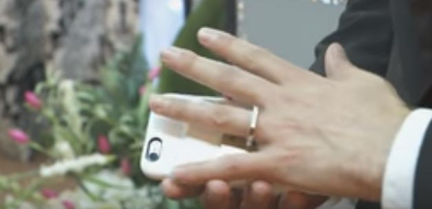 Man marries his iPhone in Las Vegas