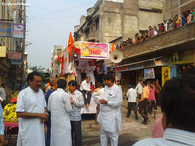 Image: Prasad Distribuation and girl devotees