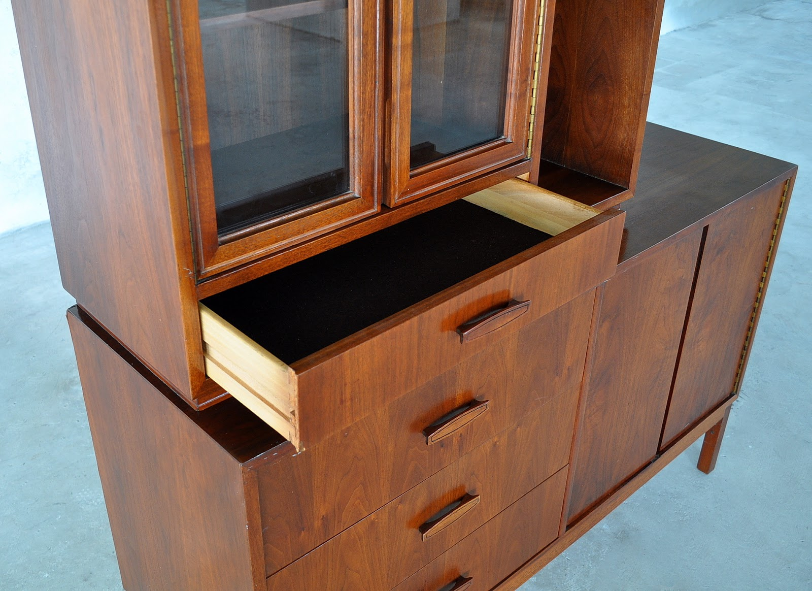 Select Modern Mid Century Modern Credenza Hutch