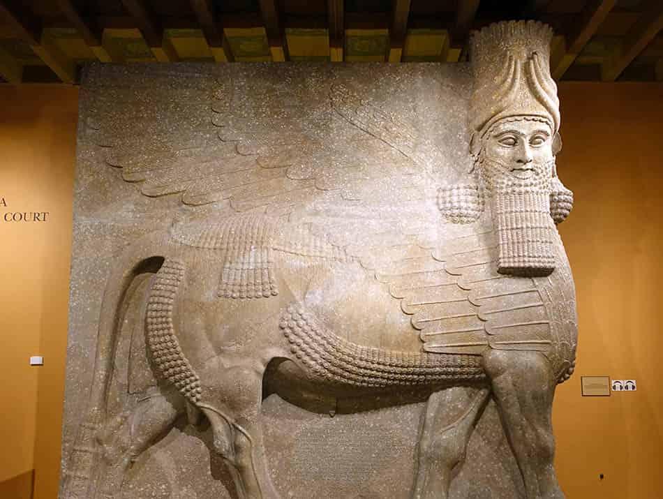 mitoloji, Arkeoloji, Arkeolojik keşif, Sıra dışı kanatlı yarı insan figürü, Elamit figürleri,Kanatlı insan figürü, Yarı hayvan yarı insan, Eski putlar, Eski İran sanatı,