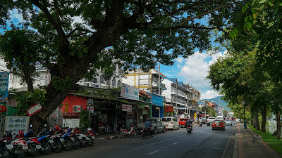 On the way to Chang Puak gate