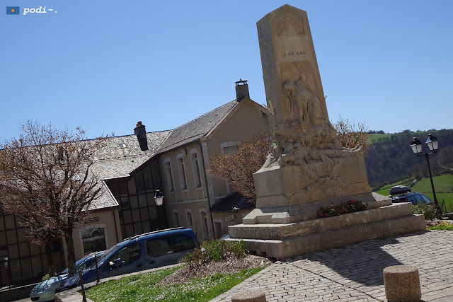 severac le chateau - monumento a los caídos