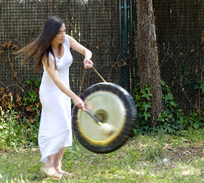terapia de sonido Madrid, sesión individual gong, cuencos, voz madrid, baños de gong Madrid, masaje cuencos Madrid, gong Majadahonda, gong sierra norte Madrid,