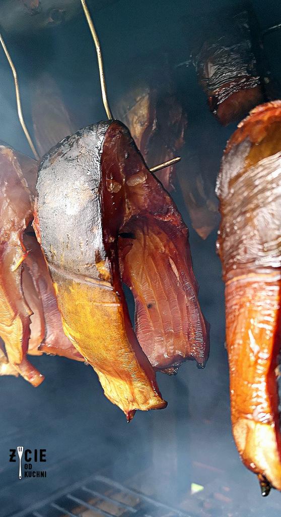 karp wedzony, karp, jak wedzic karpia, karp wedzony, jak wedzic karpia, wedzenie pstraga, wedzenie karpia, wedzenie makreli, domowe wedzenie, jak wedzic ryby, sposoby wedzenia ryb, nasalanie wedzonych ryb, solenie na sucho, solenie na mokro, blog kulinarny, zycie od kuchni, blog zycie od kuchni