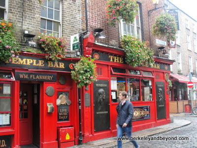 The Temple Bar Pub in Dublin, Ireland