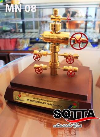 miniatur wellhead,miniatur rig,miniatur kilang minyak,miniatur pipa pertamina