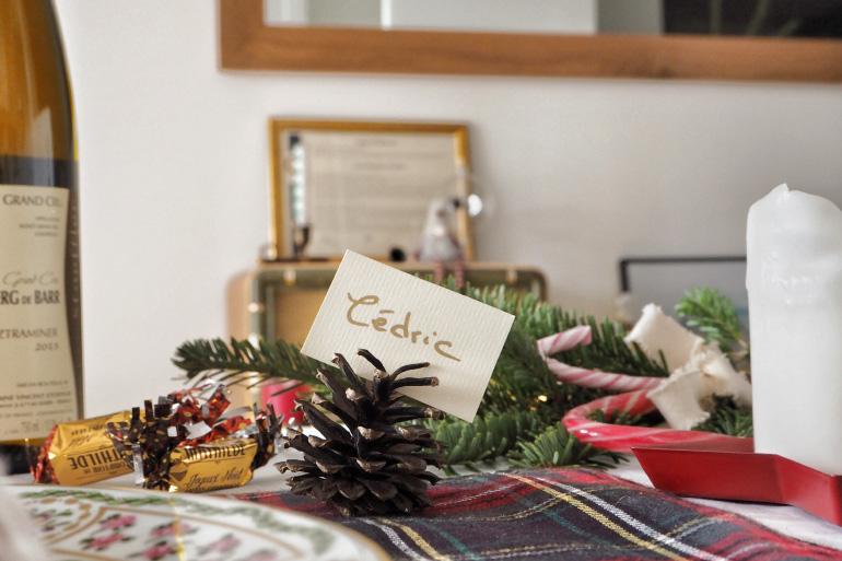 Porte-cartes en pomme de pin pour la table de Noël