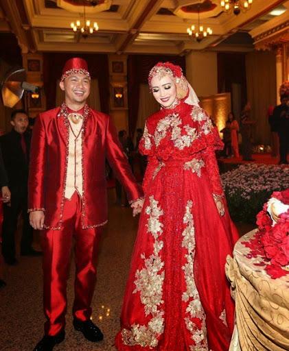 Contoh Baju Pengantin Pernikahan Artis Yang Elegan Dan Mewah Terbaik