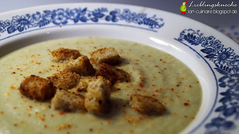 Cremige Blumenkohl-Suppe mit Chili-Croutons