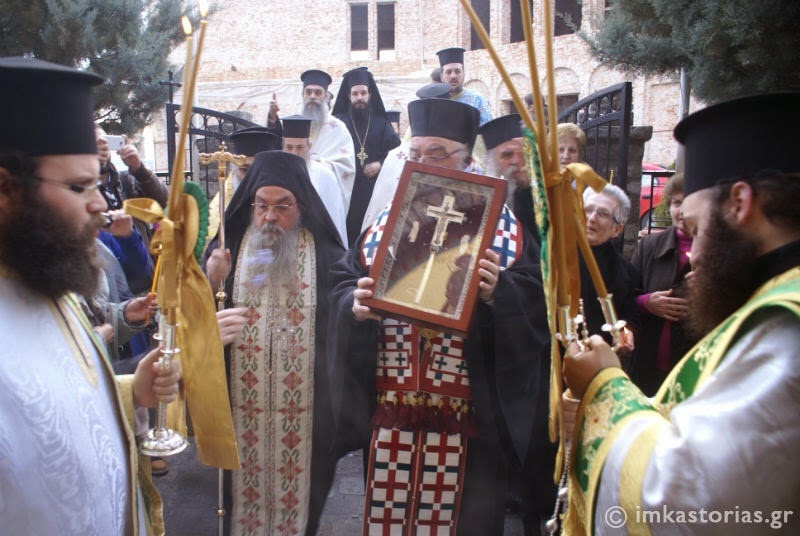 Το Τίμιο Ξύλο υποδέχτηκε η Καστοριά (φωτογραφίες)