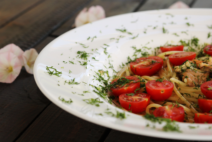 Makaron z łososiem i pomidorkami