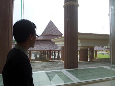 Berkunjung ke Gedung Pemkab Blitar