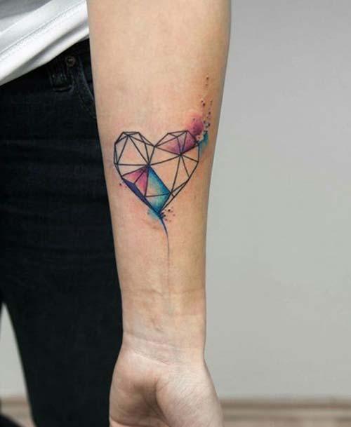 renkli geometrik kalp dövmesi watercolor geometric heart tattoo