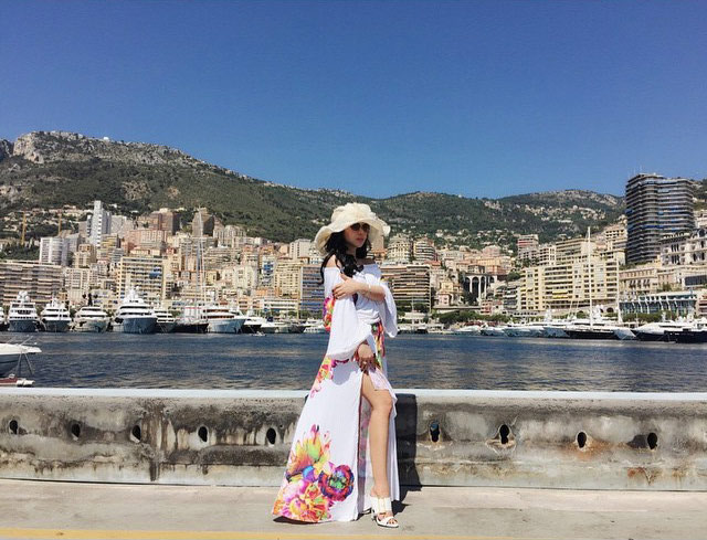 Foto Syahrini Pamer Paha Mulus di Monako Instagram/princessyahrini