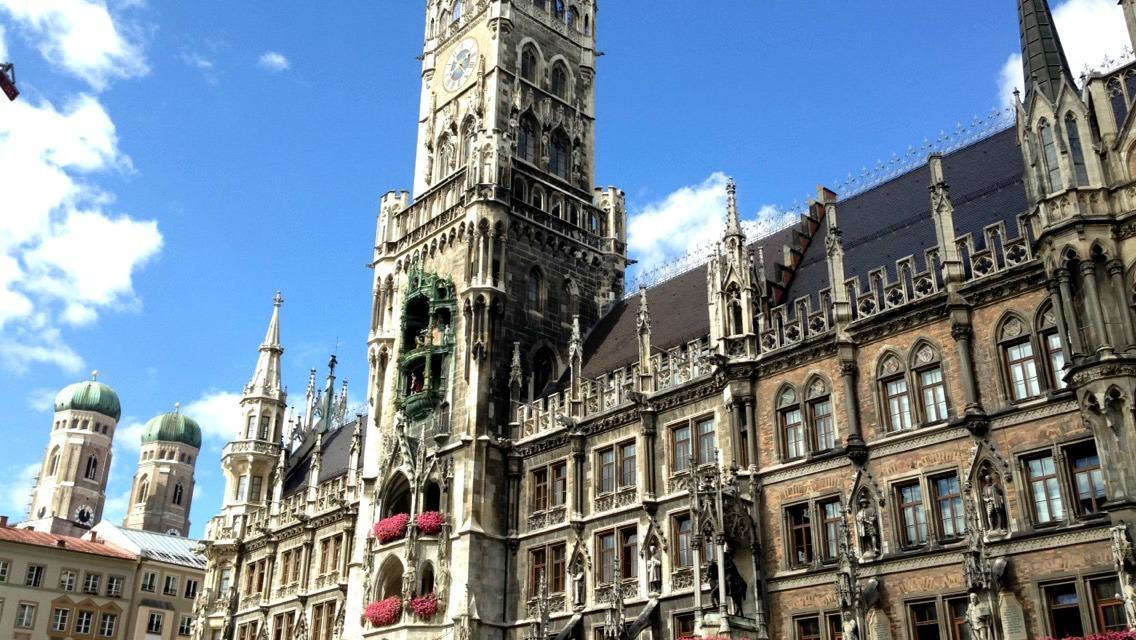 Munich marienplatz glockenspiel show