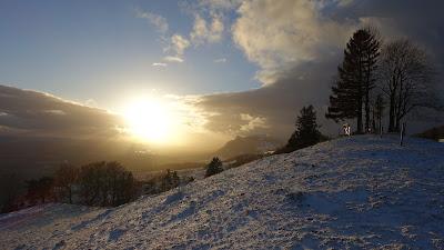 Untergehende Sonne auf dem Berg