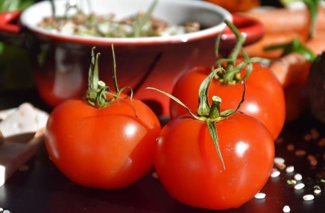 Tomat adalah salah satu buah yang bisa mencegah penyakit kanker. Biar kamu terbebas dari penyakit mematikan ini, kamu bisa mengonsumsi tomat setiap hari
