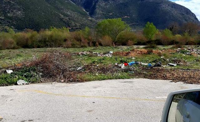 Αλωνίζουν τα σκουπίδια στην παρόχθια ζώνη του Αχέροντα. Τι λέει ο αρμόδιος αντιδήμαρχος