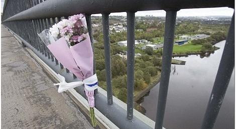 Τραγωδία: Πατέρας πήδηξε από γέφυρα με αγκαλιά τα δύο μωρά του