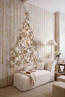 Albero a parete con decorazioni chic
