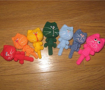 Котики-брелочки амигуруми