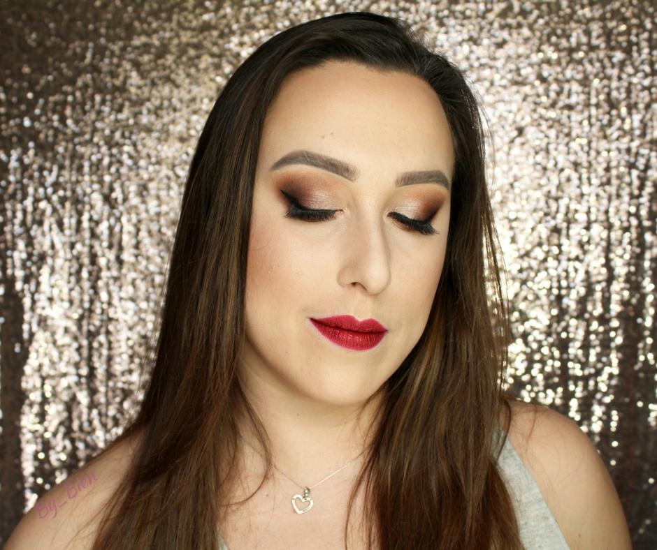 Makijaż klasyczny - kreska i czerwone usta