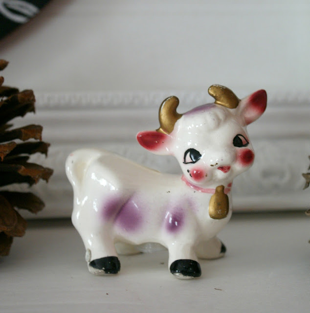 collectible vintage farm animal cow salt and pepper shaker