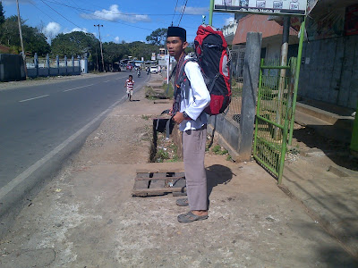 Tips Backpackeran Murah - TRAVELUZI