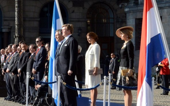 Their Majesties with President Macri and his wife Juliana during the welcoming ceremony