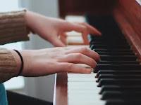 Mengarang Lagu dengan Piano
