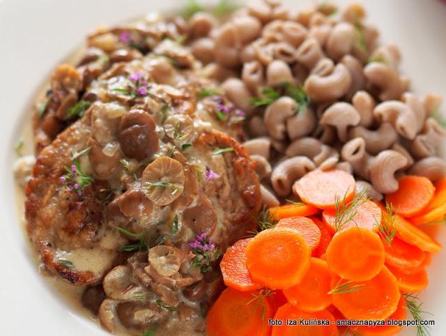 poledwiczki w sosie grzybowym, sos z twardzioszkami, twardzioszki przydrozne, grzyby, wieprzowina, mieso w sosie, co na obiad, domowy obiad