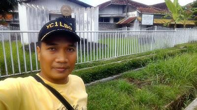 Selfie di depan Tugu Koperasi Indonesia.